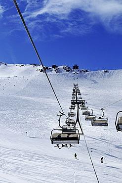 Ski run and Fernau Bahn chairlift at the Stubai glacier, Tyrol, Austria, Europe