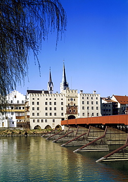 Brucktor bridge gate above the river Inn with Marienkirche, Mary's church, Wasserburg, Upper Bavaria, Germany, Europe