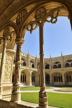 Two-storeyed cloister in the enclosure, Claustro, of the Hieronymites Monastery, Mosteiro dos Jeronimos, UNESCO World Heritage Site, Manueline style, Portuguese late-Gothic, Belem, Lisbon, Portugal, Europe