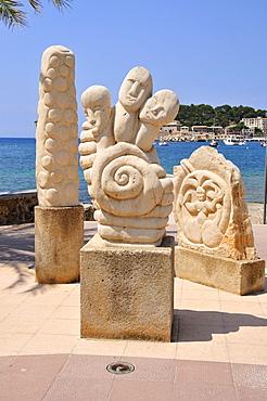 Sculptures on Platja den Repic Beach, Port de Soller, Majorca, Balearic Islands, Spain, Europe