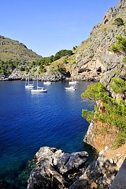 Tourist boats at the entrance to the Torrent de Pareis Gorge, Sa Calobra, Majorca, Balearic Islands, Spain, Europe