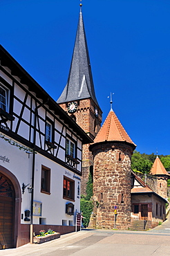 Half-timbered facade, with Wehrkirche fortified church and cemetery fortification, Doerrenbach, Naturpark Pfaelzerwald nature reserve, Palatinate, Rhineland-Palatinate, Germany, Europe