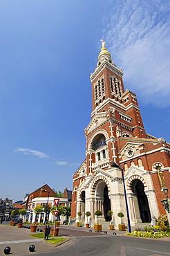 Basilique Notre Dame de Brebieres, Albert, Picardie, Somme valley, France, Europe