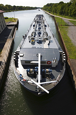 Lock at the Wesel-Datteln-Canal, for inland freight ships, locks near Dorsten, North Rhine-Westphalia, Germany, Europe