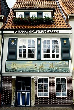 Historical mariner's house, maritime mural on the front, Schnoorviertel quarter, Schnoor, Bremen, Germany, Europe