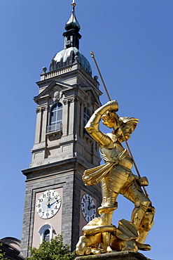 Golden statue of St. George on the Marktbrunnen market fountain, tower of the Georgenkirche church, market place, Eisenach, Thuringia, Germany, Europe