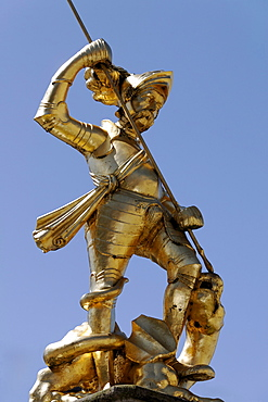 Golden statue of St. George on the Marktbrunnen market fountain, market place, Eisenach, Thuringia, Germany, Europe