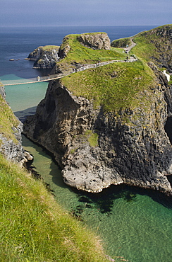 Carrick-a-Rede suspension bridge, connecting the mainland with Carrick Island, County Antrim, Ulster, Northern Ireland, United Kingdom, Europe