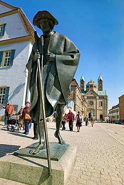 Speyer pilgrim, on their way to Compostela, bronze statue by Martin Mayer, in the back the the Speyer Cathedral, Speyer, Rhineland-Palatinate, Germany, Europe.