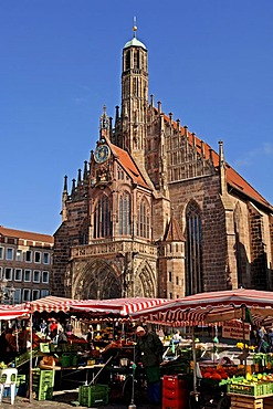 Frauenkirche church at the central market, market stands in front, Nuremberg, Bavaria, Germany, Europe