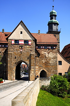 The old Nuremberg gate, in the back the tower of the Nikolai Church, Lauf an der Pegnitz, Middle Franconia, Bavaria, Germany, Europe