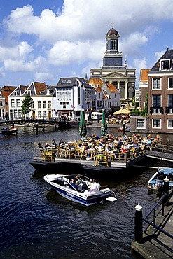 Bar Cafe Terrace on the water, Stille Mare in the historic city centre in front of the Hartebrugkerk Church, Leiden, Province of South Holland, Zuid-Holland, Netherlands, Benelux, Europe