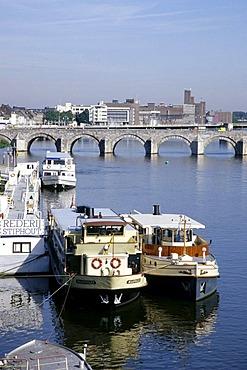 Tourist boats on Maas River, St. Servaas Bridge, Sint Servaasbrug, Maastricht, province of Limburg, Netherlands, Benelux, Europe