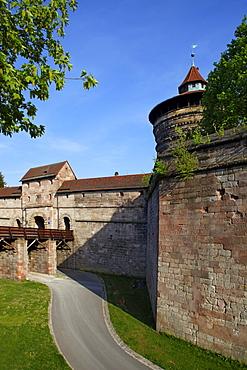 Neutorzwinger bailey, castle moat, bridge, city gate, fortified tower, city wall, bridge, old town, Nuremberg, Middle Frankonia, Frankonia, Bavaria, Germany, Europe