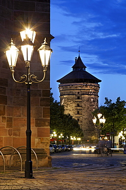 Spittlertorturm gate tower, 40 meters high, street lamp, Ludwigstrasse road, tower, night, illuminated, old town, Nuremberg, Middle Franconia, Franconia, Bavaria, Germany, Europe