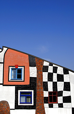 Detail of the facade of the Kunsthaus, art house building at Rogner Thermal Spa and Hotel complex, designed by Friedensreich Hundertwasser, Bad Blumau, Austria, Europe