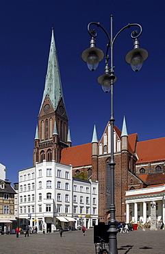 Market place and Schweriner Dom cathedral, Schwerin, Mecklenburg-Western Pomerania, Germany, Europe