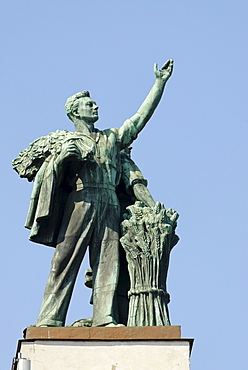 Statue of Soviet worker above the central pavilion of the VVTs or VDNKh, All Russian Exhibition Centre, Moscow, Russia