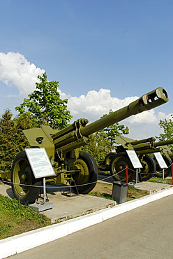 The Soviet 152 mm D-1 howitzer, model of 1943, exhibit of the Moscow Weaponry Museum on Poklonnaya Hill, Moscow, Russia