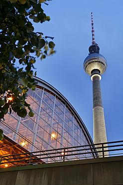 Bahnhof Alexanderplatz station and Fernsehturm TV tower at the blue hour, Mitte district, Berlin, Germany, Europe