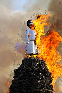 The Boeoeg, a doll symbolizing winter, is burned at the Sechselaeuten, traditional festival, Zurich, Switzerland, Europe
