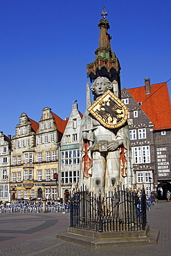 Bremer Roland statue on the market square in the old town of Bremen, UNESCO World Heritage Site, landmark, Free Hanseatic City of Bremen, Germany, Europe
