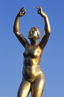 Gold sculpture of a woman, Grosser Garten garden in the Herrenhaeuser Gaerten gardens, Herrenhausen, Hanover, Lower Saxony, Germany, Europe