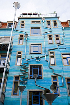 Artistically designed building facade, downpipes, Kunsthoefe art yards, Outer Neustadt, Neustadt district, Dresden, Saxony, Germany