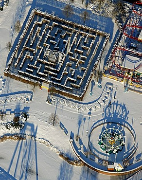 Aerial photo, Neue Mitte, Centro Park amusement park with labyrinth, winter, Oberhausen, Ruhr Area, North Rhine-Westphalia, Germany, Europe