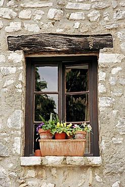 Window, Tourrettes sur Loup, Alpes-Maritimes, Provence-Alpes-Cote d'Azur, Southern France, France, Europe, France, Europe