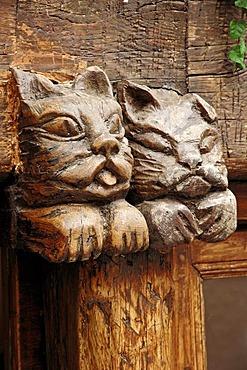 Wood carving, Saint-Paul de Vence, Alpes-Maritimes, Provence-Alpes-Cote d'Azur, Southern France, France, Europe