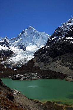 Yerupaja Sur and Laguna Caramarca, Cordillera Huayhuash, Peru, South America
