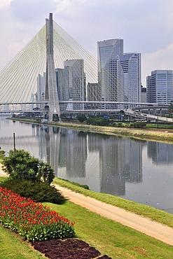 Octavio Frias de Oliveira Bridge, inaugurated on 10 May 2008, Rio Pinheiros, Morumbi district, Sao Paulo, Brazil, South America