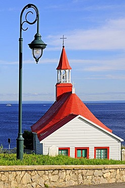 Tadoussac Chapel also known as Indian Chapel, oldest preserved wooden chapel in Canada from 1747, on the mouth of Saguenay Fjord to Saint Lawrence River, Tadoussac, Canada, North America