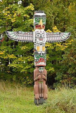Indian totem pole, Stanley Park, Vancouver, Vancouver Island, Canada, North America