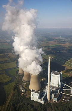 Werne-Stockum power plant, 'Gersteinwerk', driven by natural gas and coal, at the Lippe River, Werne, North Rhine-Westphalia, Germany, Europe