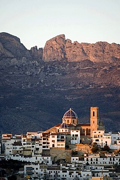 Historic district of Altea, Sierra Bernia in evening light behind, Costa Blanca, Spain, Europe