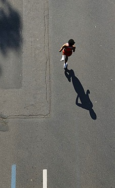 Marathon runner seen from above, Duesseldorf City Marathon, 04.05.2008, North Rhine-Westphalia, Germany, Europe