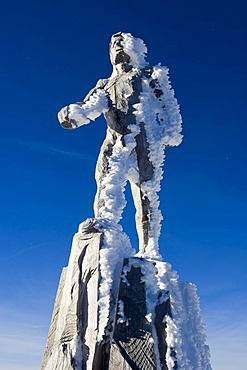 A wooden sculpture by the artist Mario Gasser, on the Zugspitze plateau, summit station, Austria, Europe