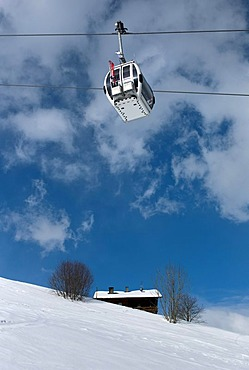 Cablecar, hut in the snow, Speikboden, Campo Tures, Sand in Taufers, Ahrntal, South Tyrol, Italy, Europe