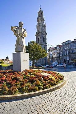 Antonio Golies Memorial, at back the Igreja e Torre dos Clerigos Church, landmark of Porto, UNESCO World Cultural Heritage Site, Portugal, Europe