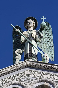Holy figure on San Michele Church, Pisan Romanesque art, Piazza San Michele, Lucca, Tuscany, Italy, Europe