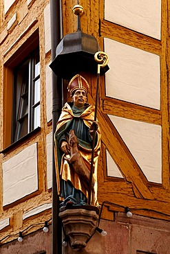 Figure of a saint on a half-timbered house, Nuremberg, Middle Franconia, Bavaria, Germany, Europe