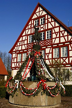Osterbrunnen Fountain in front of a half-timbered house, Igensdorf, Middle Franconia, Bavaria, Germany, Europe