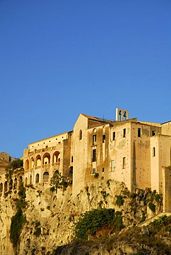 Medieval city palaces, Palazzi, built on rock at the steep cliffs, Tropea, Vibo Valentia, Calabria, Tyrrhenian Sea, South Italy, Italy, Europe