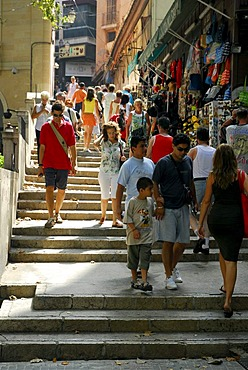 Souvenir shops with tourists alongside the stairway between Plaza, Placa Weyler und Placa Major, Forn del Raco, Palma de Mallorca, Majorca, Balearic Islands, Spain, Europe