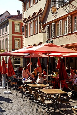 Bar cafe restaurant terraces in the historic centre in summer, guests and red sunshades on the Marktplatz Square, Heidelberg, Neckar Valley, Baden-Wuerttemberg, Germany, Europe