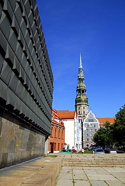 Museum of the Occupation of Latvia, Latvijas Okupacijas muzejs at the Strelnieku laukums square in the historic town centre, Vecriga, in front of St. Peter's Church, Sv. Petera baznica, basuica, Riga, Latvia, Baltic states, Northeastern Europe