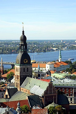View from St. Peter's Church, Sv. Petera baznica, over the Daugava River and the Doma baznica Cathedral in the historic town centre, Vecriga, Riga, Latvia, Baltic states, Northeastern Europe