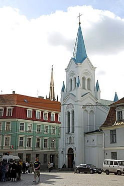 The white Dievmates baznica church at Pils laukums square in the historic town centre, Vecriga, Riga, Latvia, Baltic states, Northeastern Europe